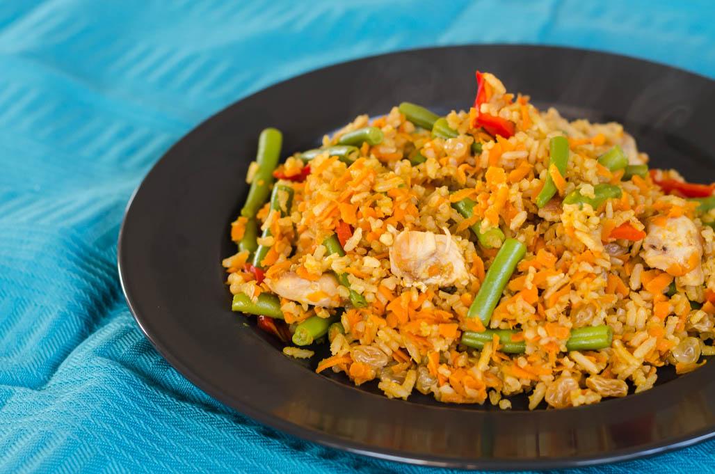 Citroen-sojasaus-rijst met rozijnen