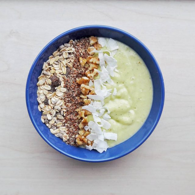 Vanochtend heb ik een lekker ontbijtje met courgette avocado banaanhellip