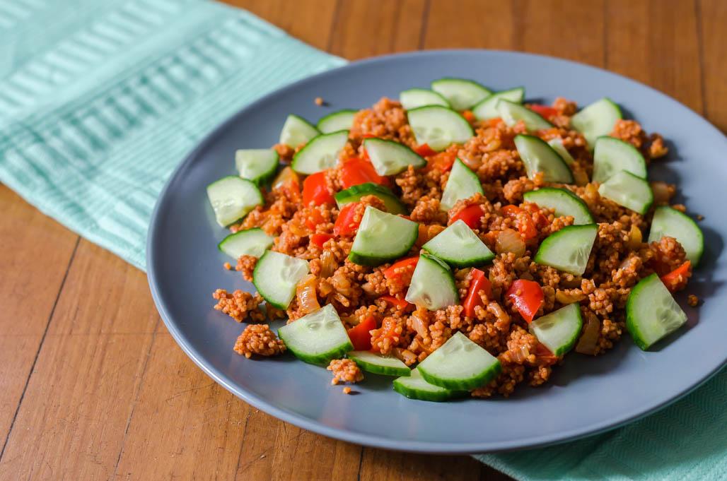 Tomatencouscous met paprika, ui en komkommer