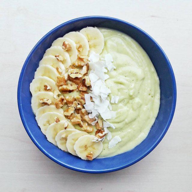 Vandaag een lekkere smoothiebowl met courgette en ananas  Todayshellip