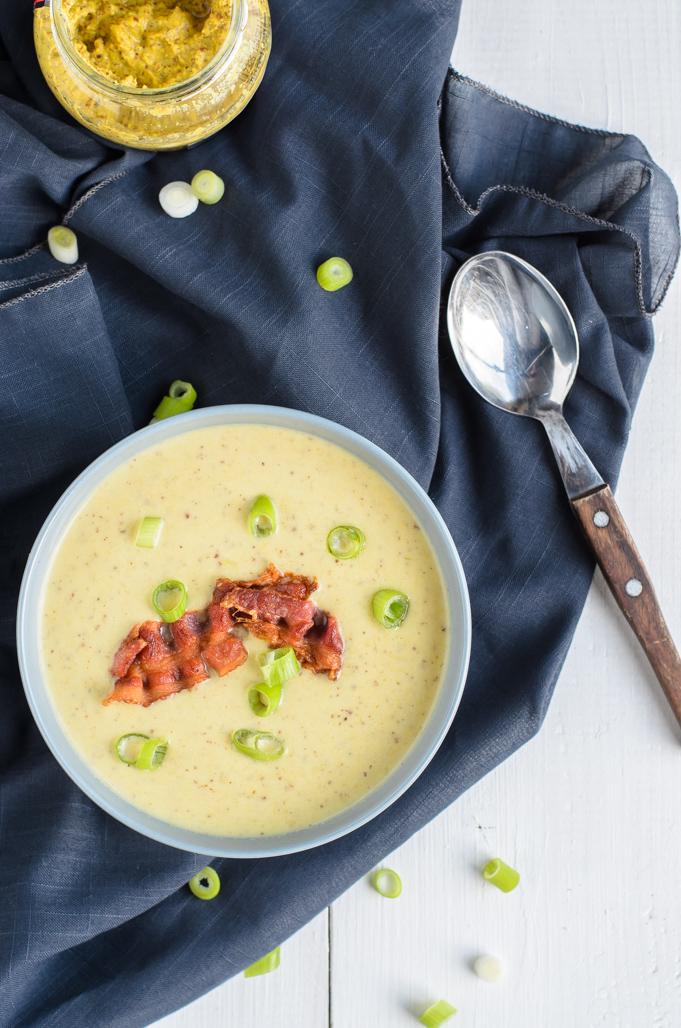 Witlof-prei-mosterdsoep met bacon en lente-ui